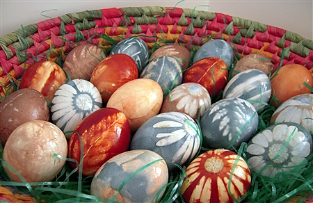 easter natural dye eggs
